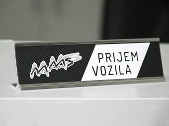Natpisna pločica za stol