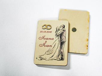 Drveni magnet kao poklon za vjenčanje